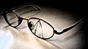 Broken_glasses_by_KuroiAsato