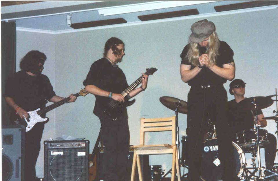 Salattu menneisyys – Metallisydän rokkitähtenä?