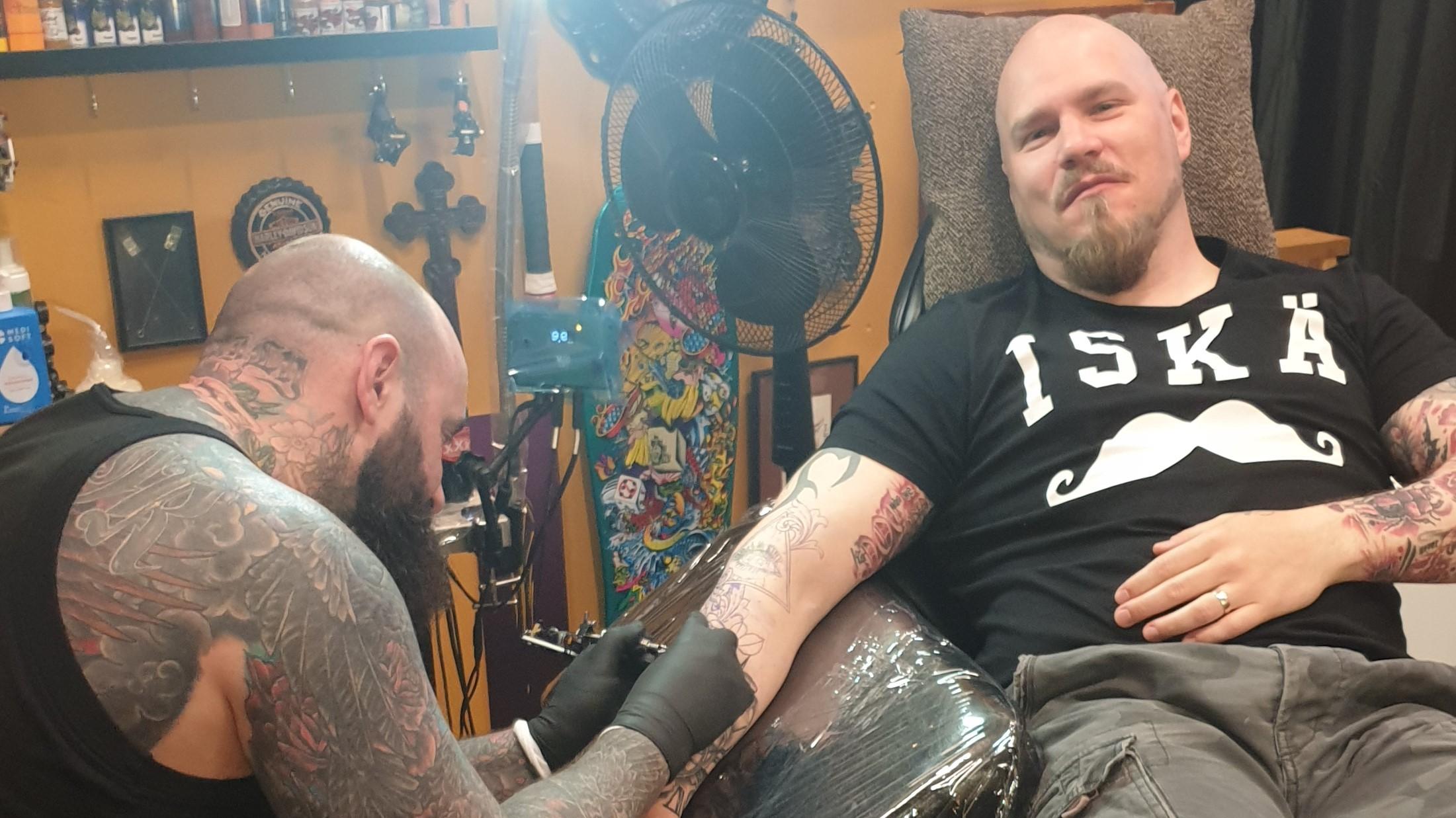 tatuointituolissa