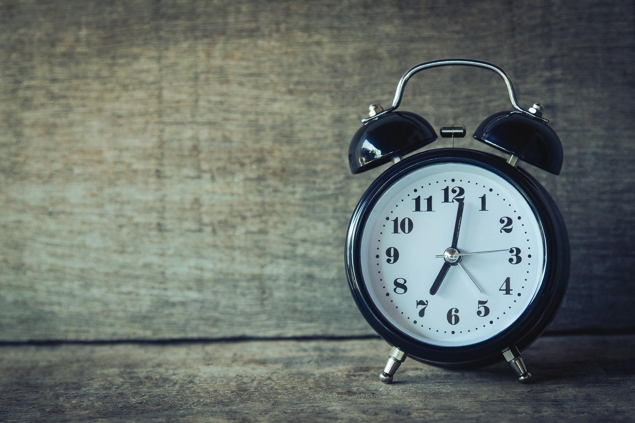 Kahdeksanaamupois.iltavirkku.aamuvirkku.yhteiskunta