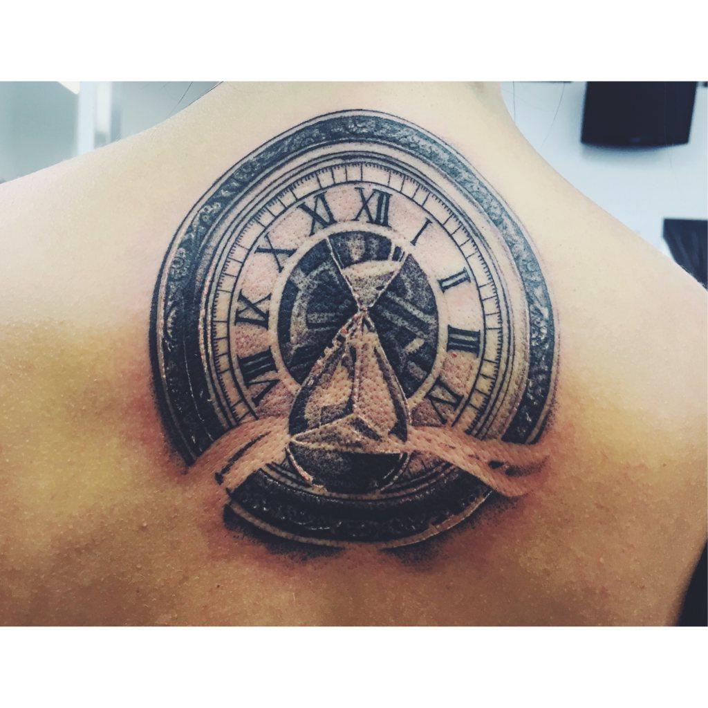 Tatuointi-Tiimalasi-kello