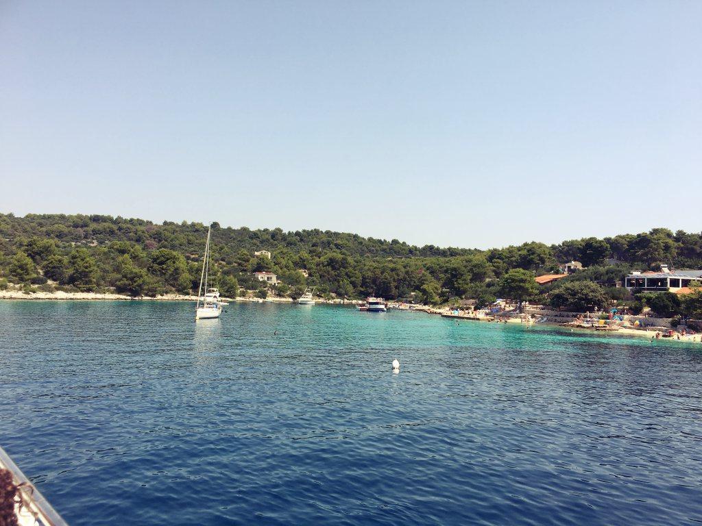 Sininenlaguuni-Kroatia-split-saarihyppely