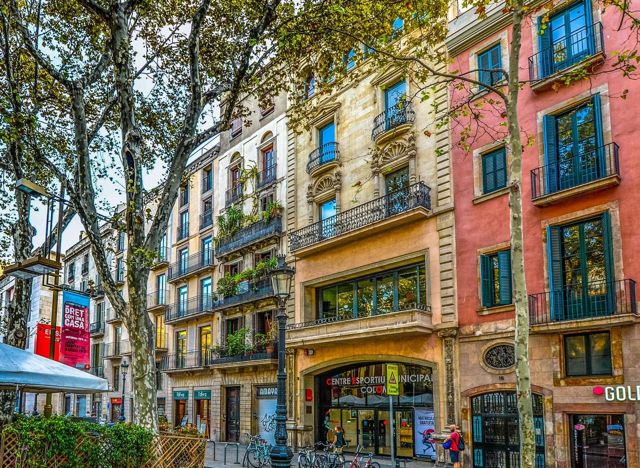 Barcelona-Asuminen-muutto-espanja