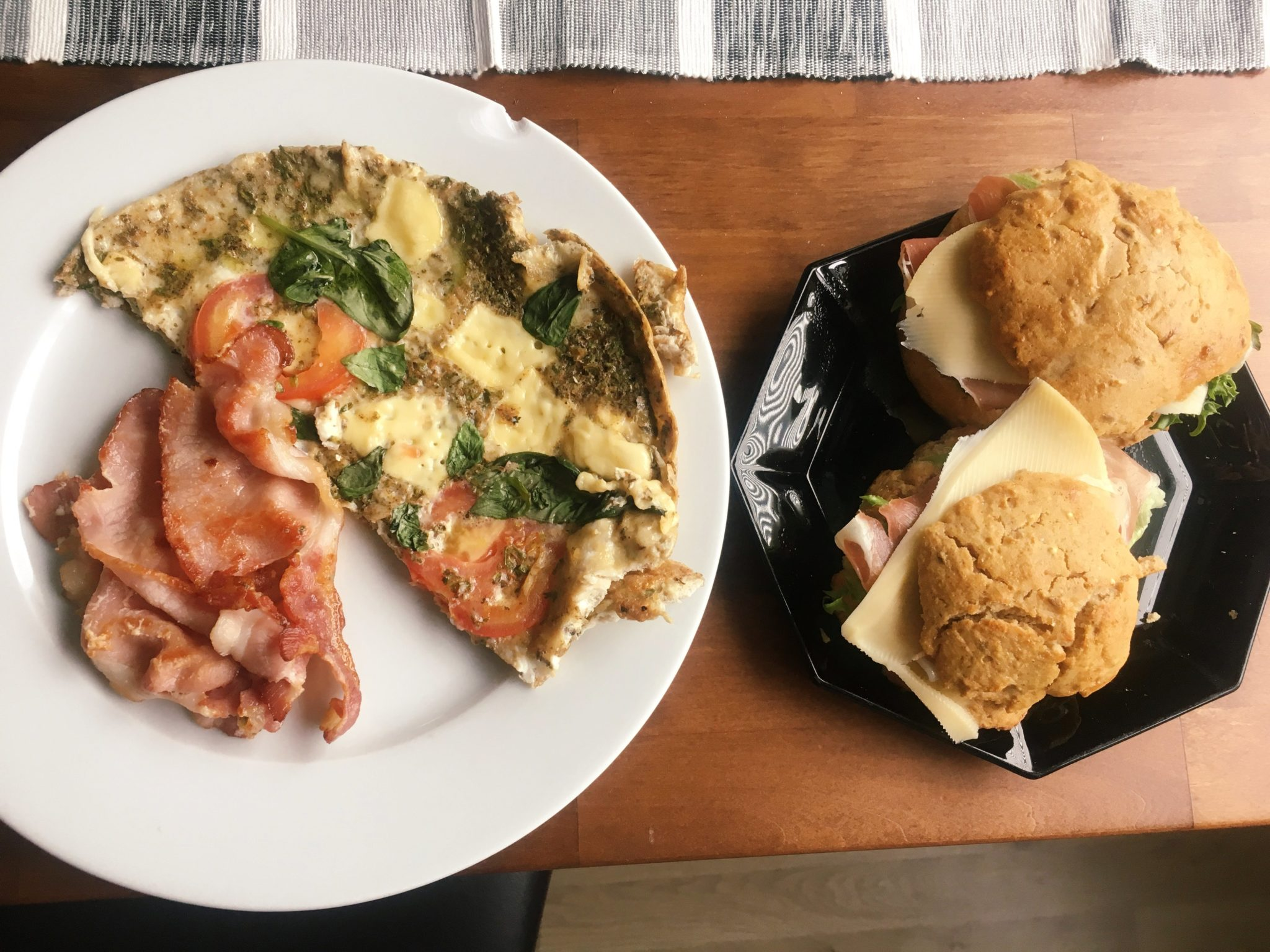 munakas-pekoni-sampylat-aamiainen