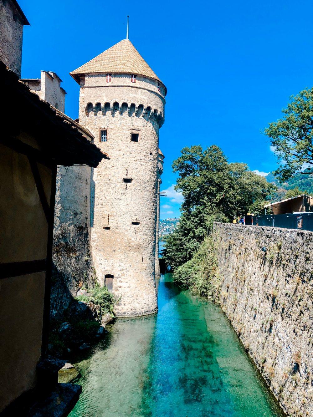 chateau-de-chillon-entrance