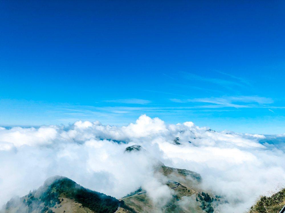 clouds-rochers-de-naye-mountain