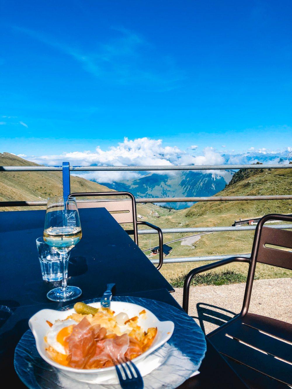 lunch-above-the-skye-rochers-de-naye