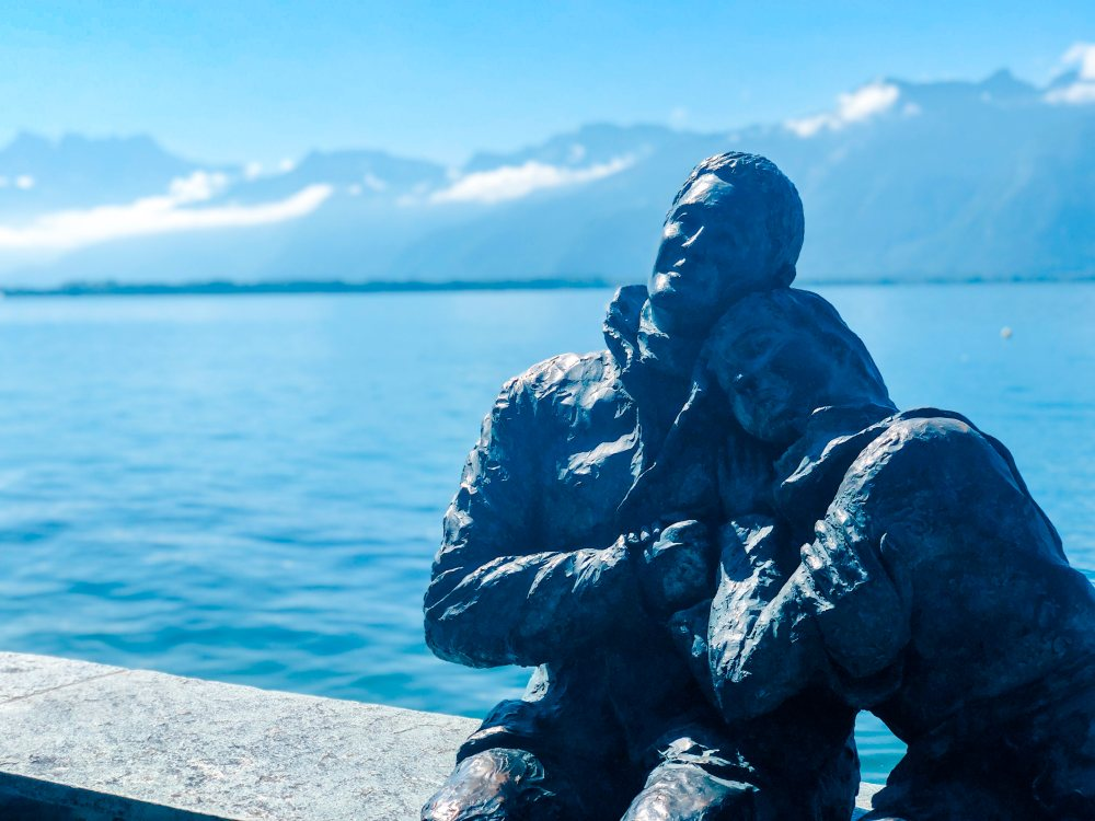montreux-geneva-lake-statue