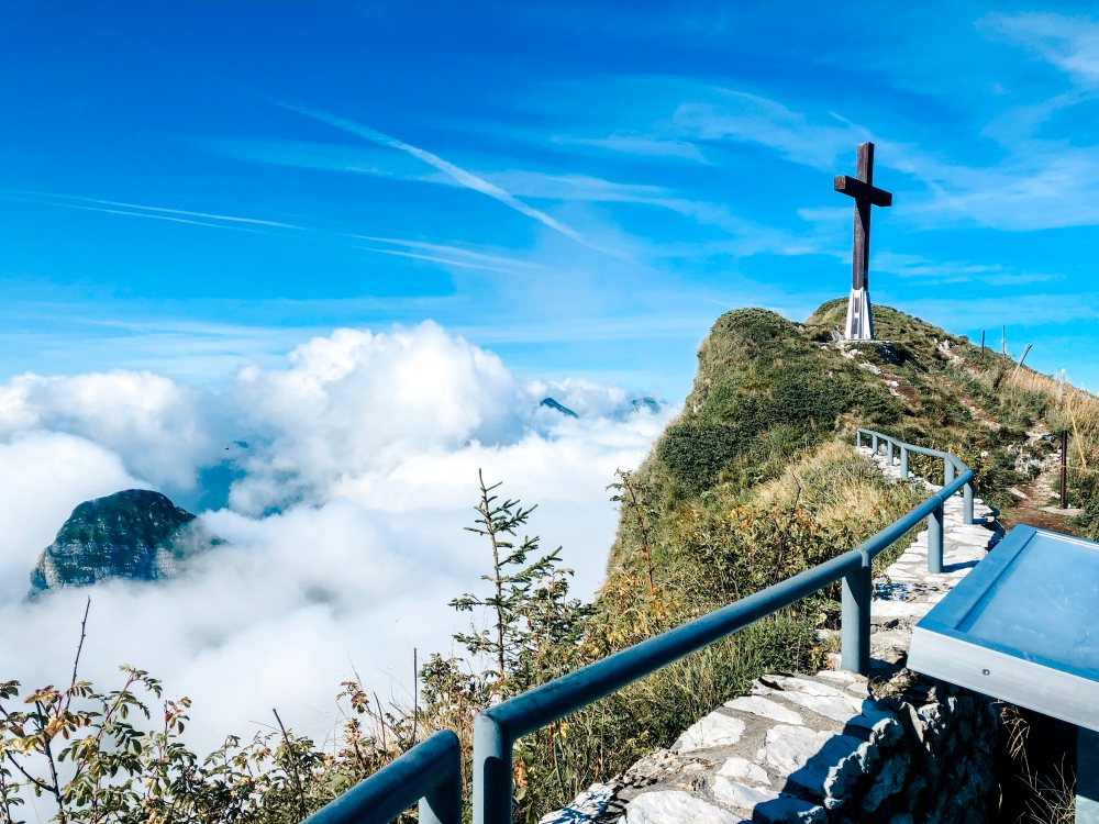 rochers-de-naye-mountain-cross