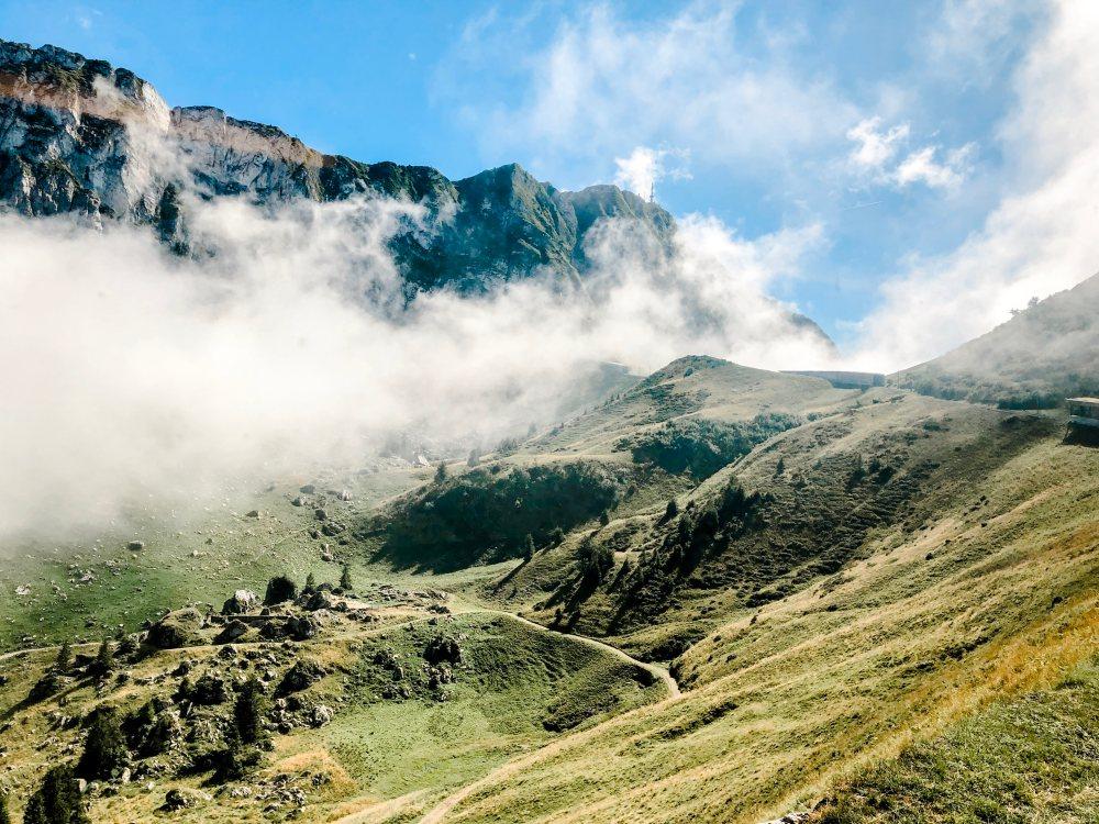 rochers-de-naye-train-view-mountain