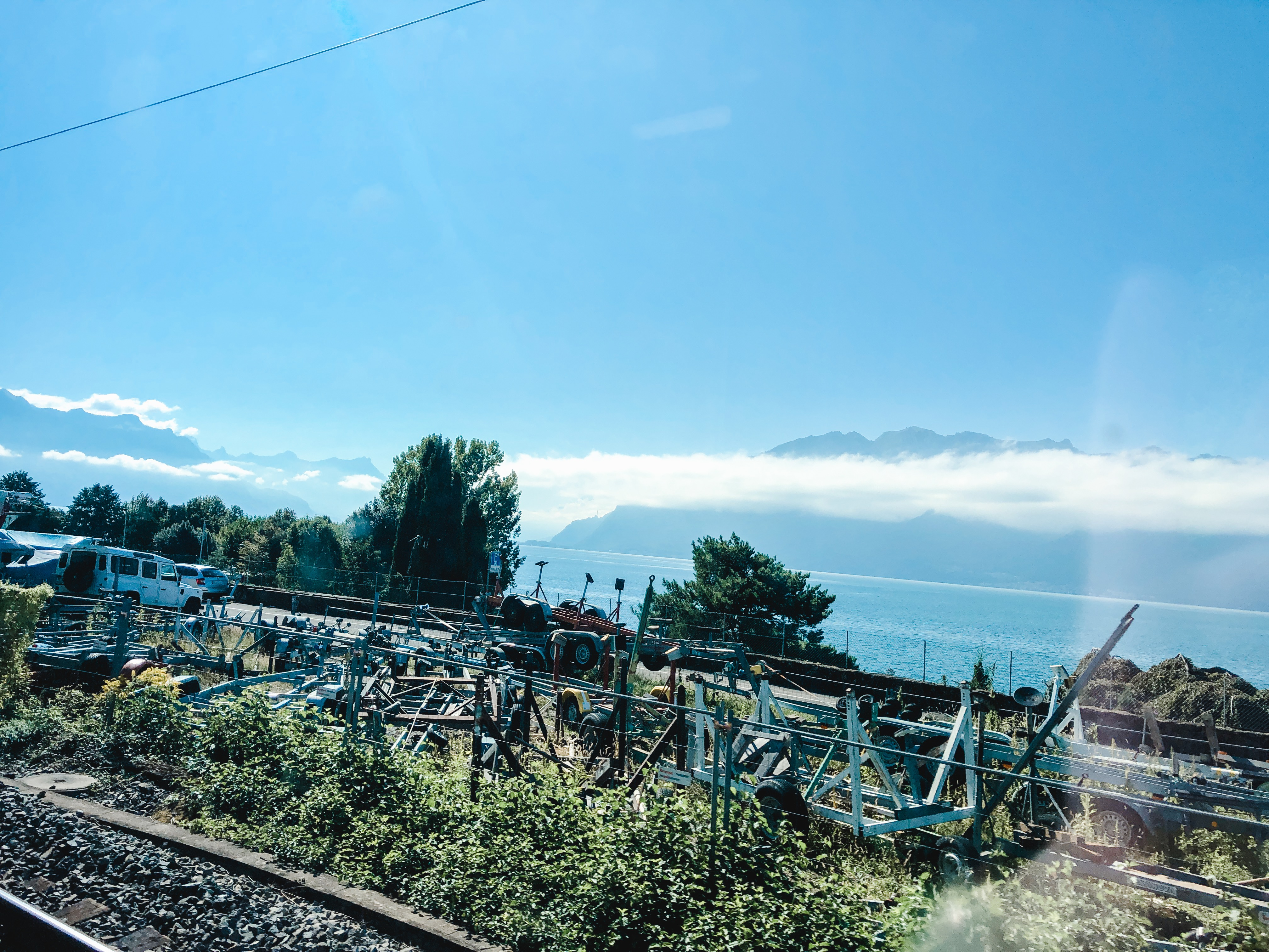 train-from-geneva-to-montreux