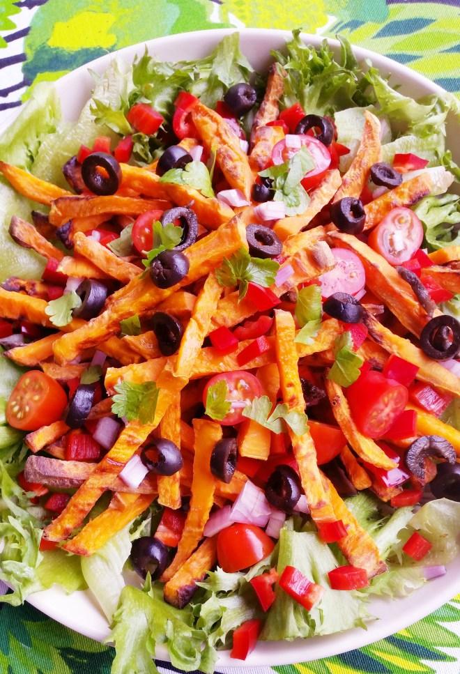 Bataattiranskalaiset salaattipedillä