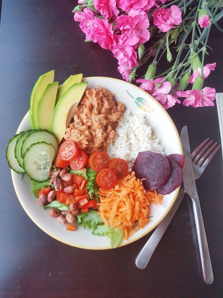 Vähennä lihansyöntiä / Nyhtökaurakastike lounaaksi