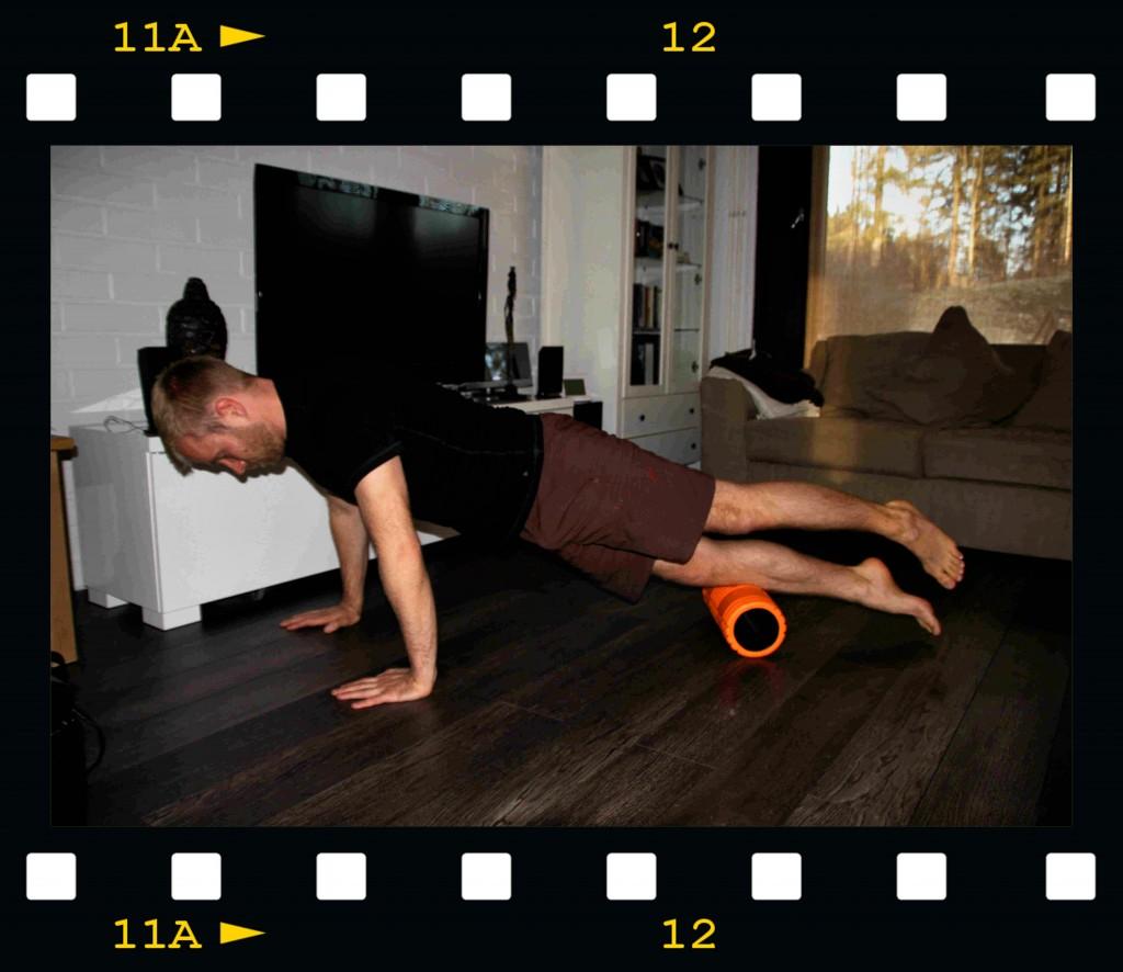 Sääriä rullatessa vahvistat samalla mm. keskivartalon syviä lihaksia.
