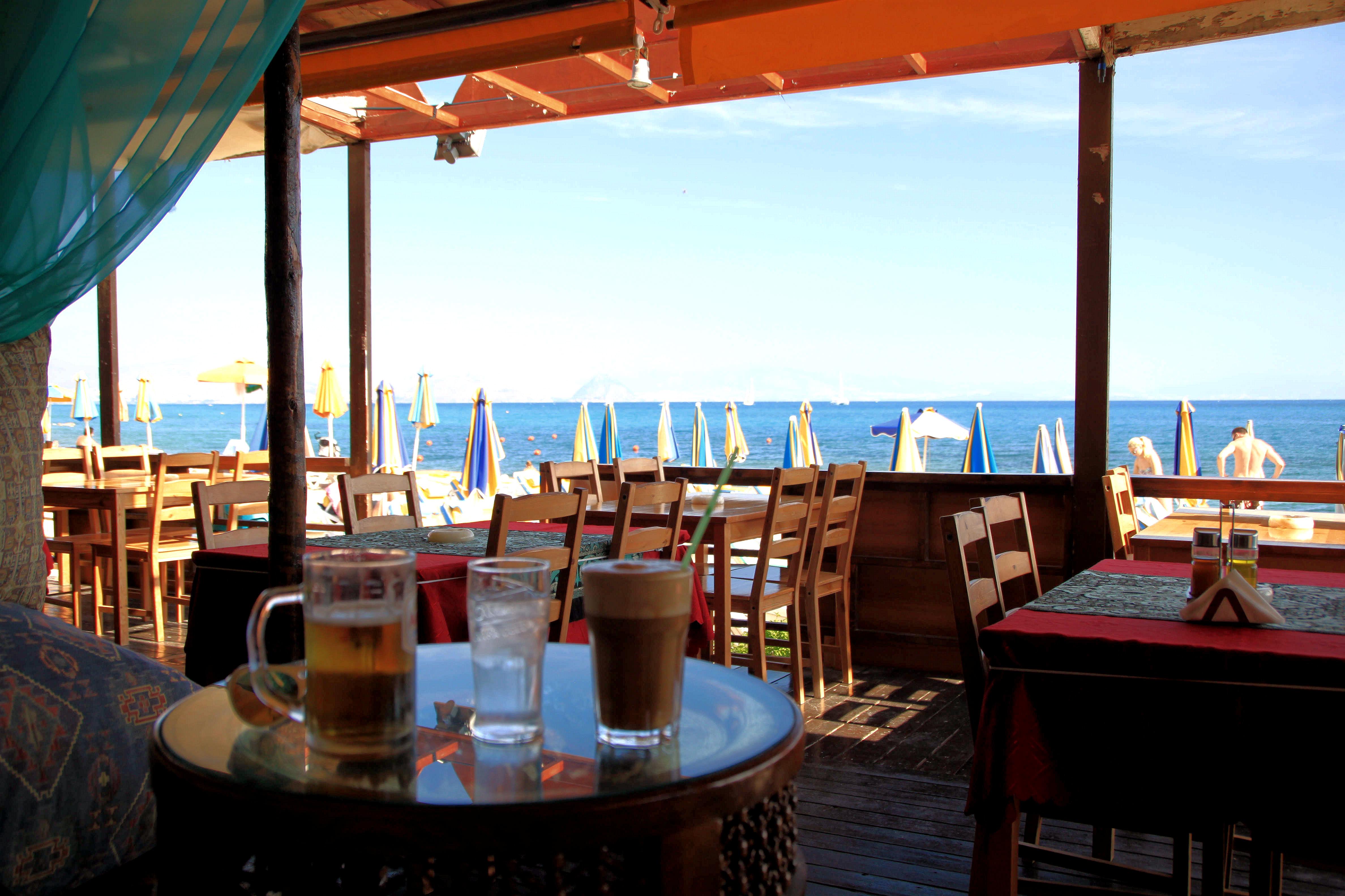 Kosin rannoilta löytyy ihania rantabaareja, joissa voi rentoutua.
