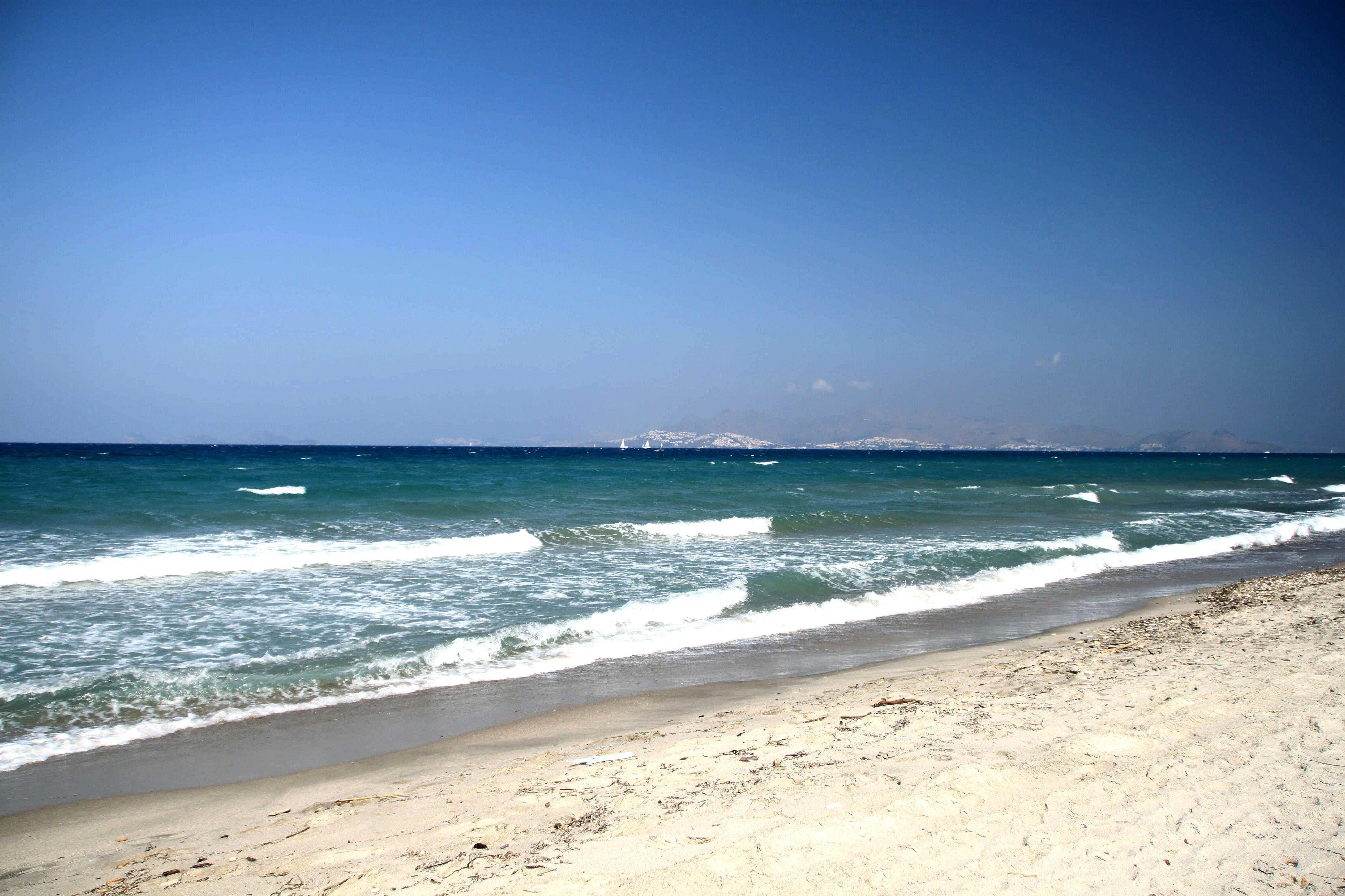 Kosin saari on rantoja täynnä. Kivisiä ja hiekkaisia rantoja. Rantatuoleja, rantabaareja, sekä luonnonrantoja. Pienellä saarella rantaviivaa on 112 km.