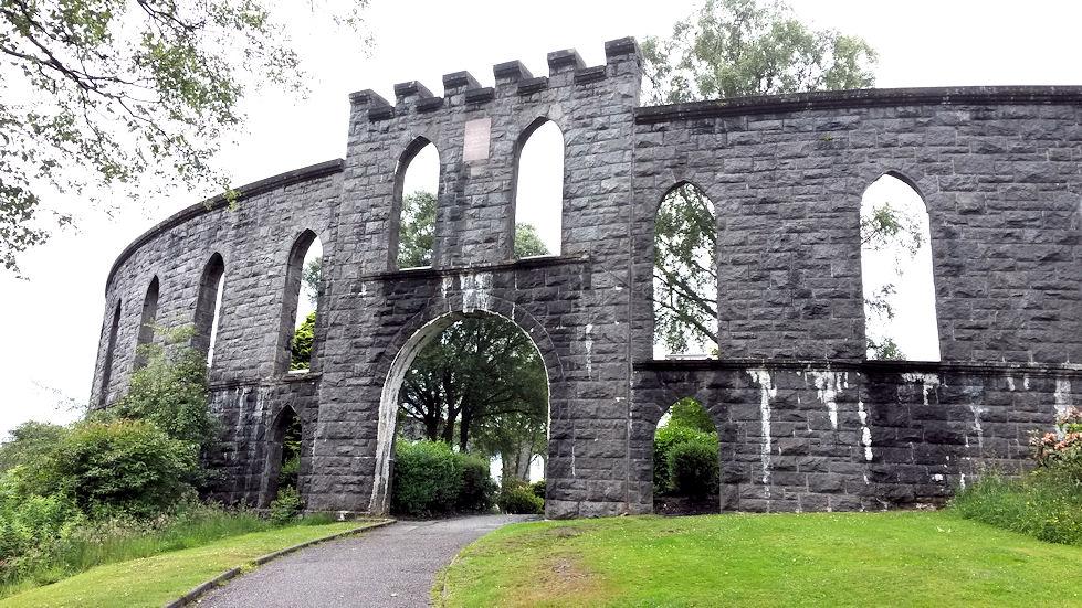 Obanin yllä kohoaa McCaig's Tower, joka on rakennettu 1800-luvun loppupuolella. Kukkulalle kävelee Obanin keskustasta muutamassa minuutissa, ja sieltä on kivat maisemat Obanin ylle.