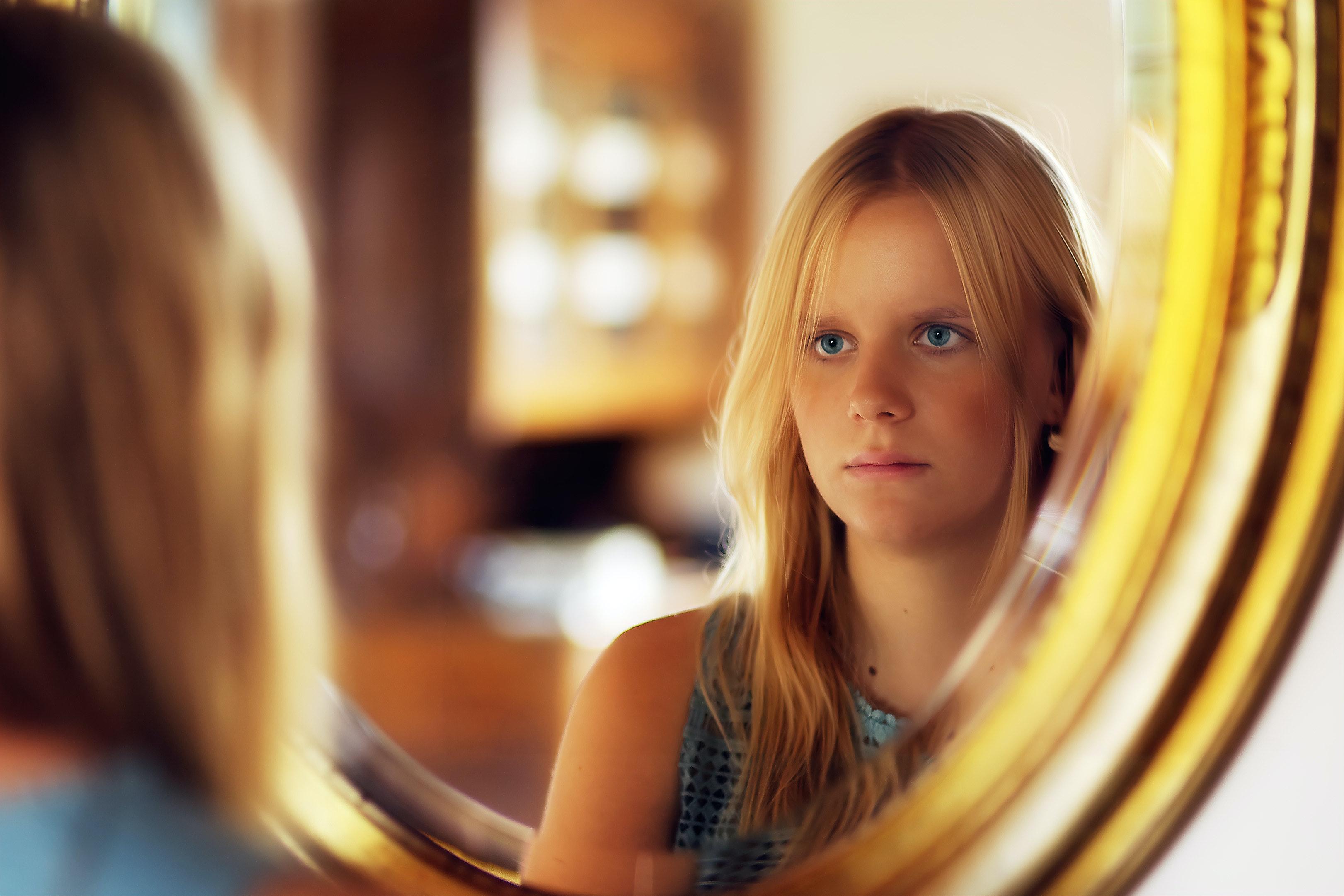 Katso peiliin lempeästi – itsemyötätunto auttaa myös parisuhdetta voimaan hyvin