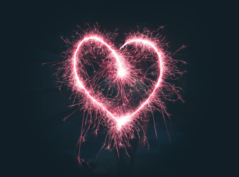 Tähtisädetikulla piirretty sydän