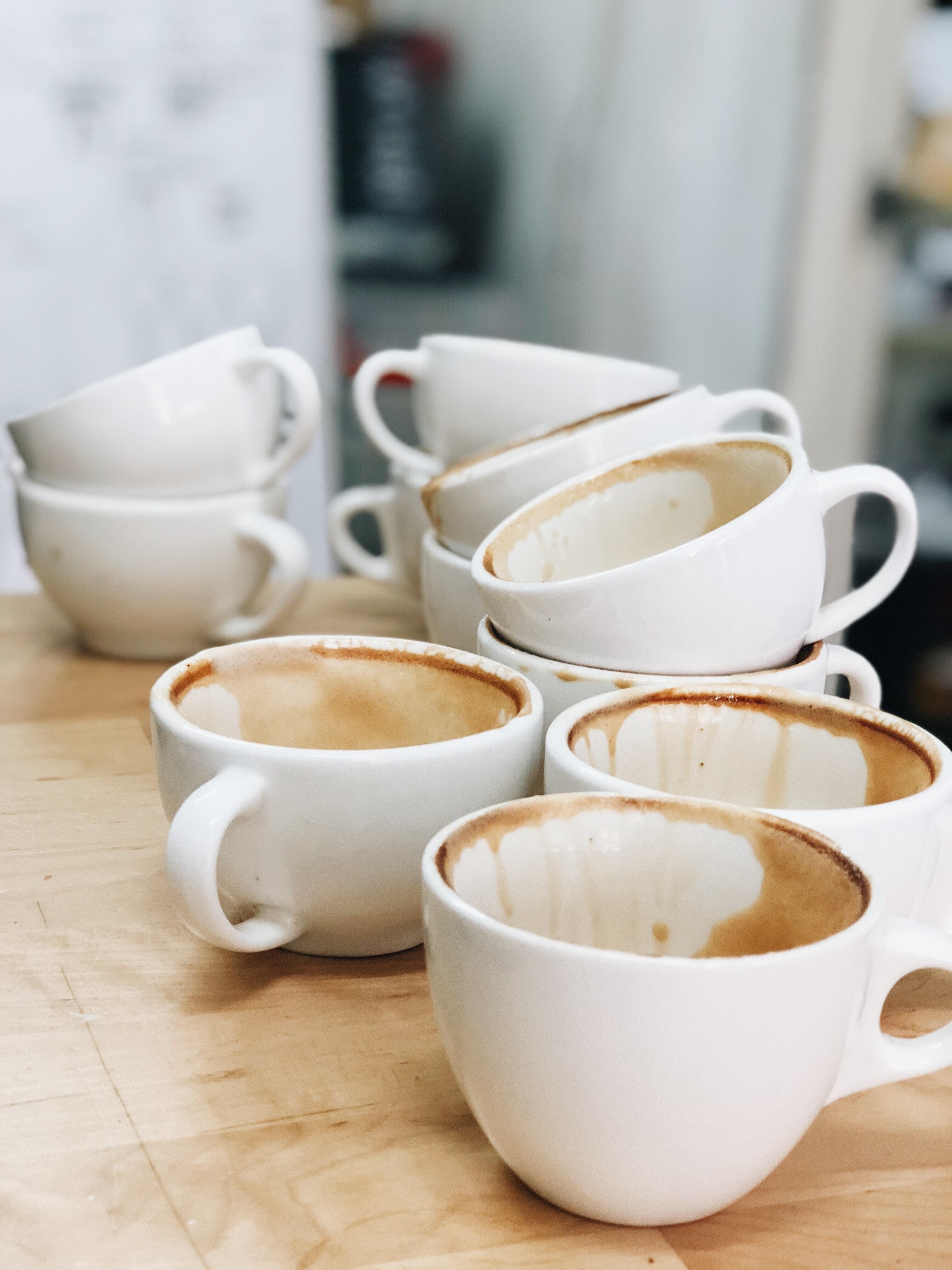 Käytettyjä kahvikuppeja