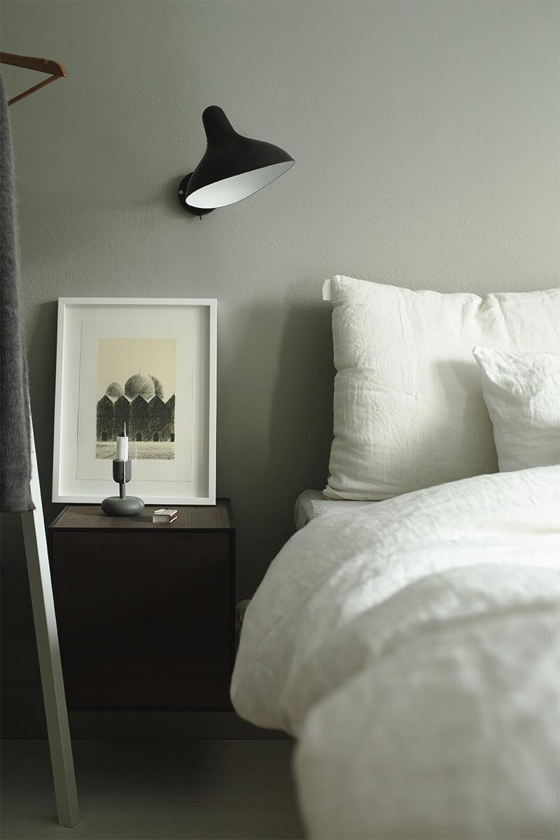 Aamu makuuhuoneessa