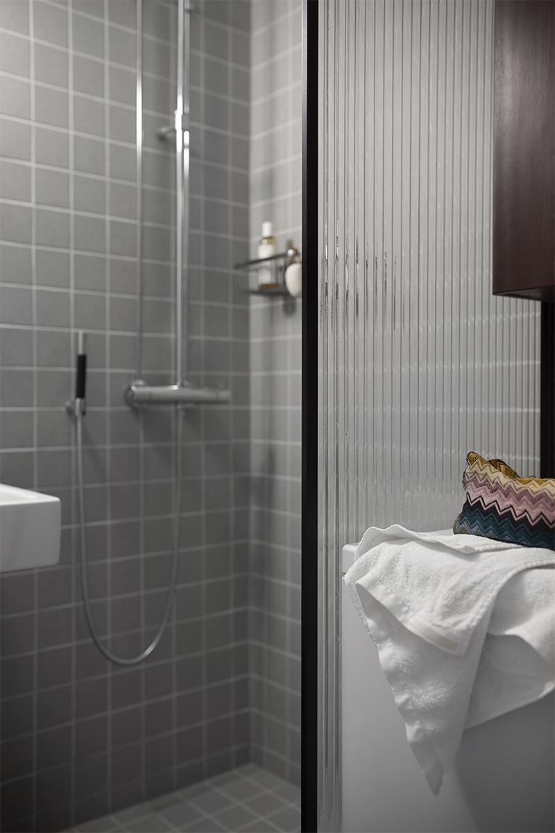 Kylpyhuoneen kuviolasiseinä