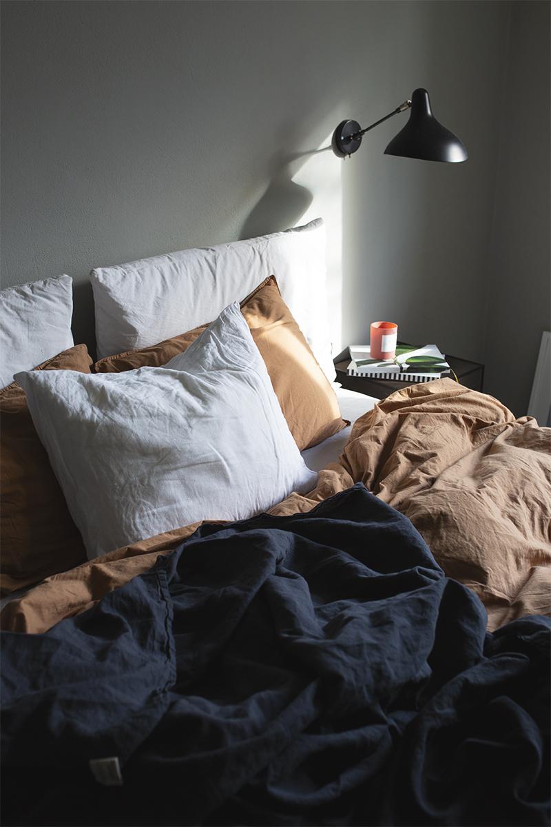 Aamuaurinkoa makuuhuoneessa