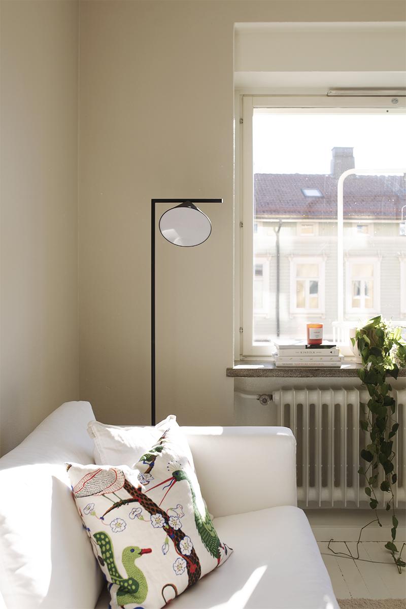 Aurinkoinen olohuone ja pienet sisustusmuutokset
