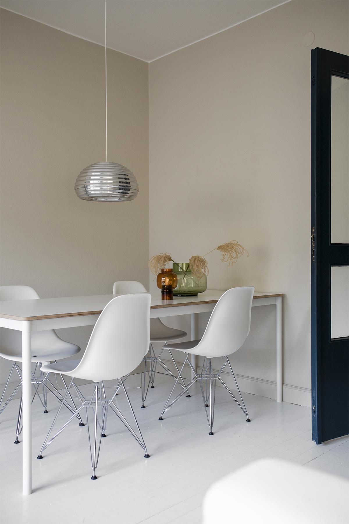 Mitä yhdistellä valkoiseen ruokapöytään?