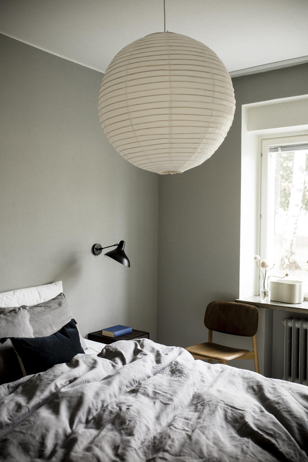 Sunnuntaitunnelmaa kokoharmaassa makuuhuoneessa