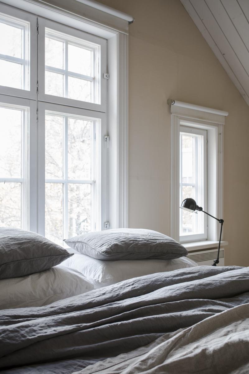 Makuuhuoneen lähtötilanne – maalaisromanttisesta modernimmaksi