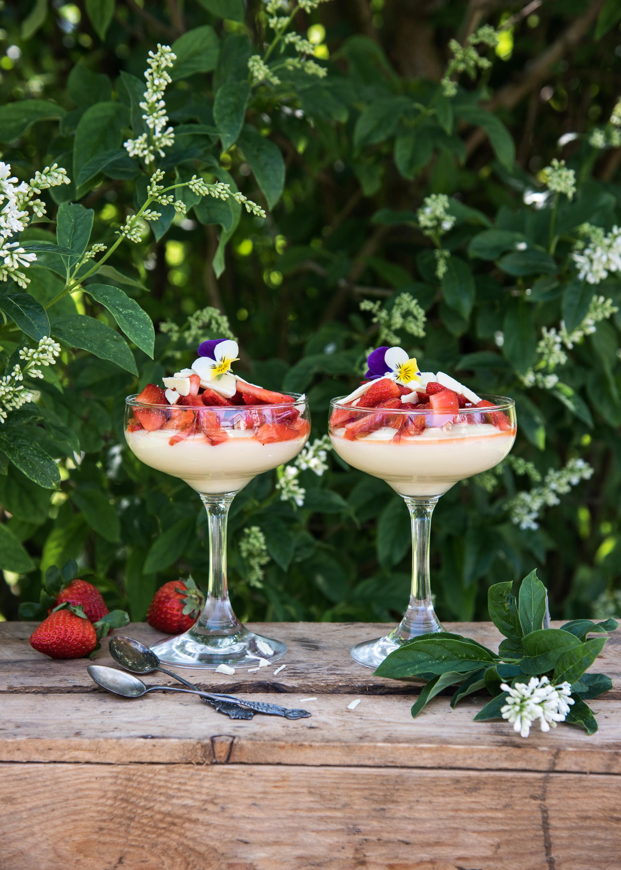 Valkosuklaavanukas mansikoilla
