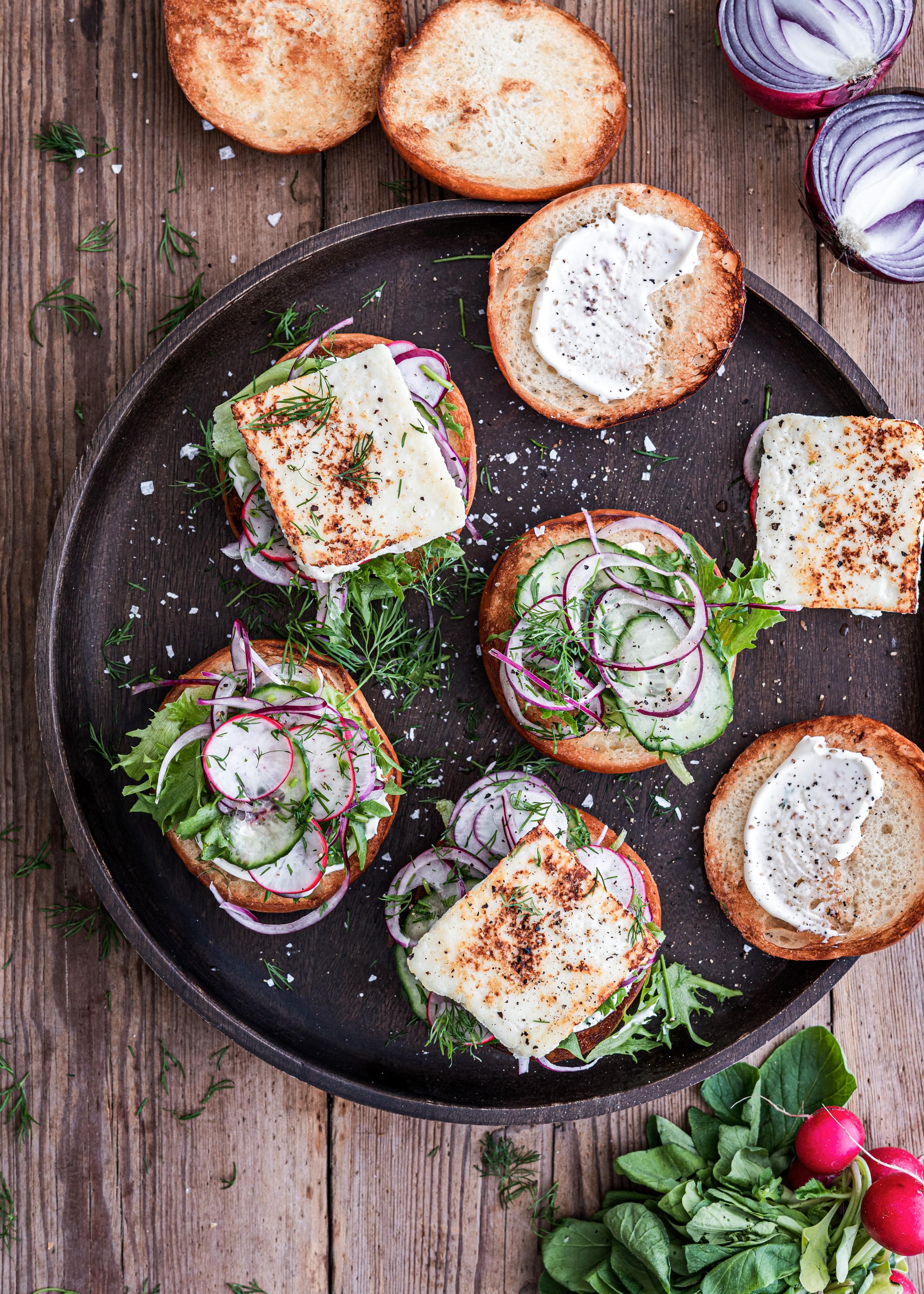 Lihaton lokakuu ja paneer-juustolla täytetty kasvishampurilainen