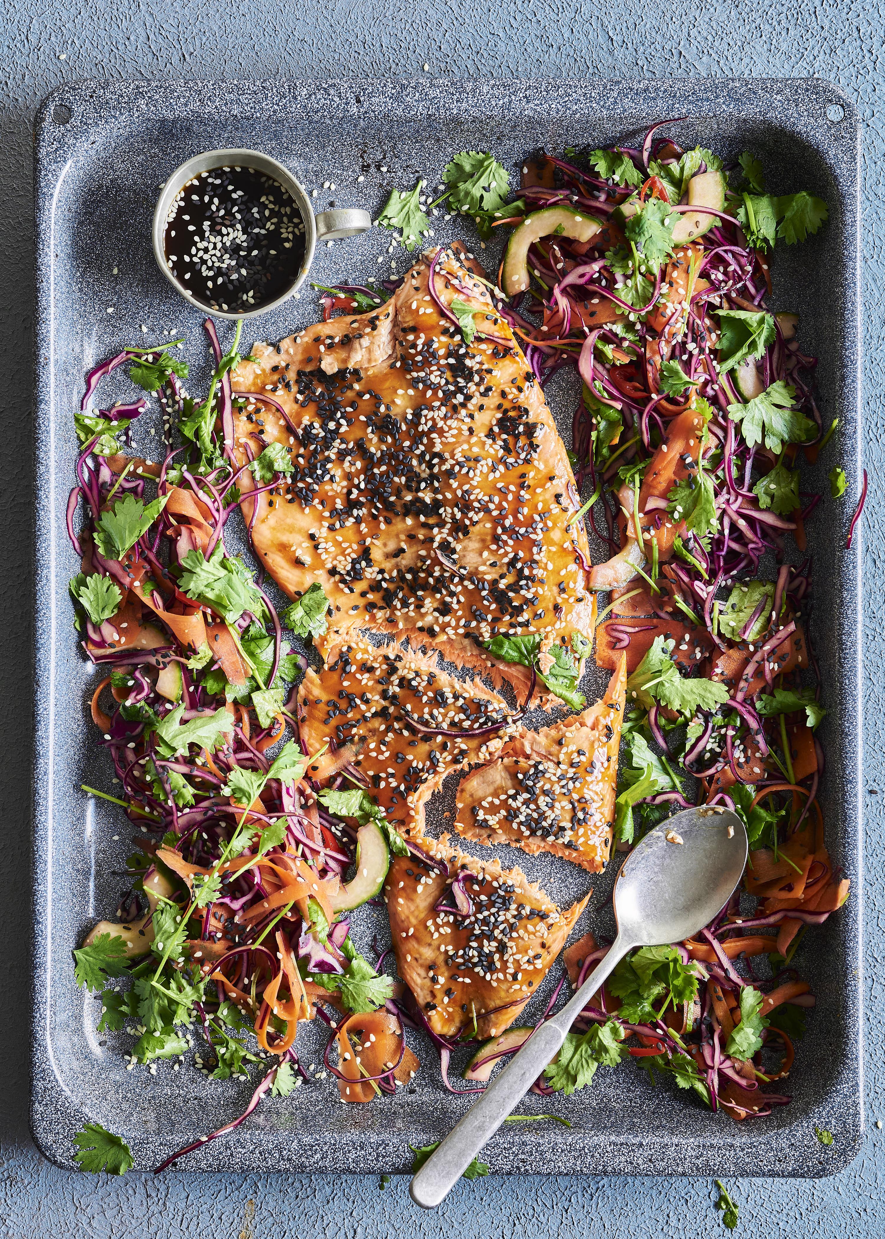 Teriyakilohi ja raikas salaatti