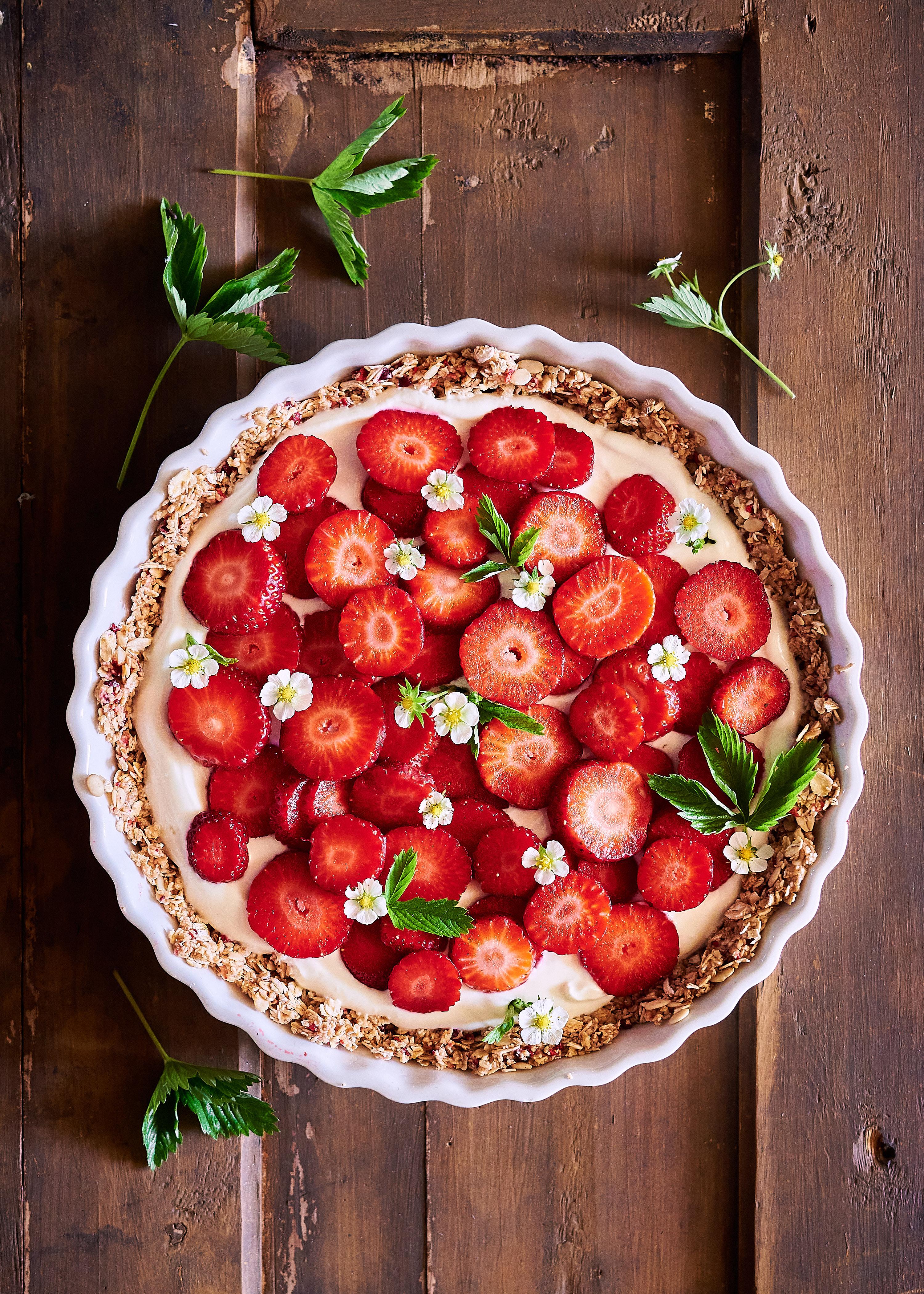 Kesän aamiaispiirakka mansikoista