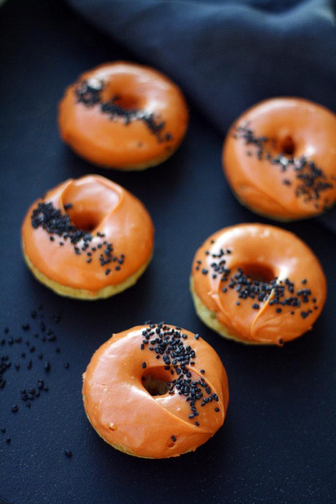Halloween-donitsit