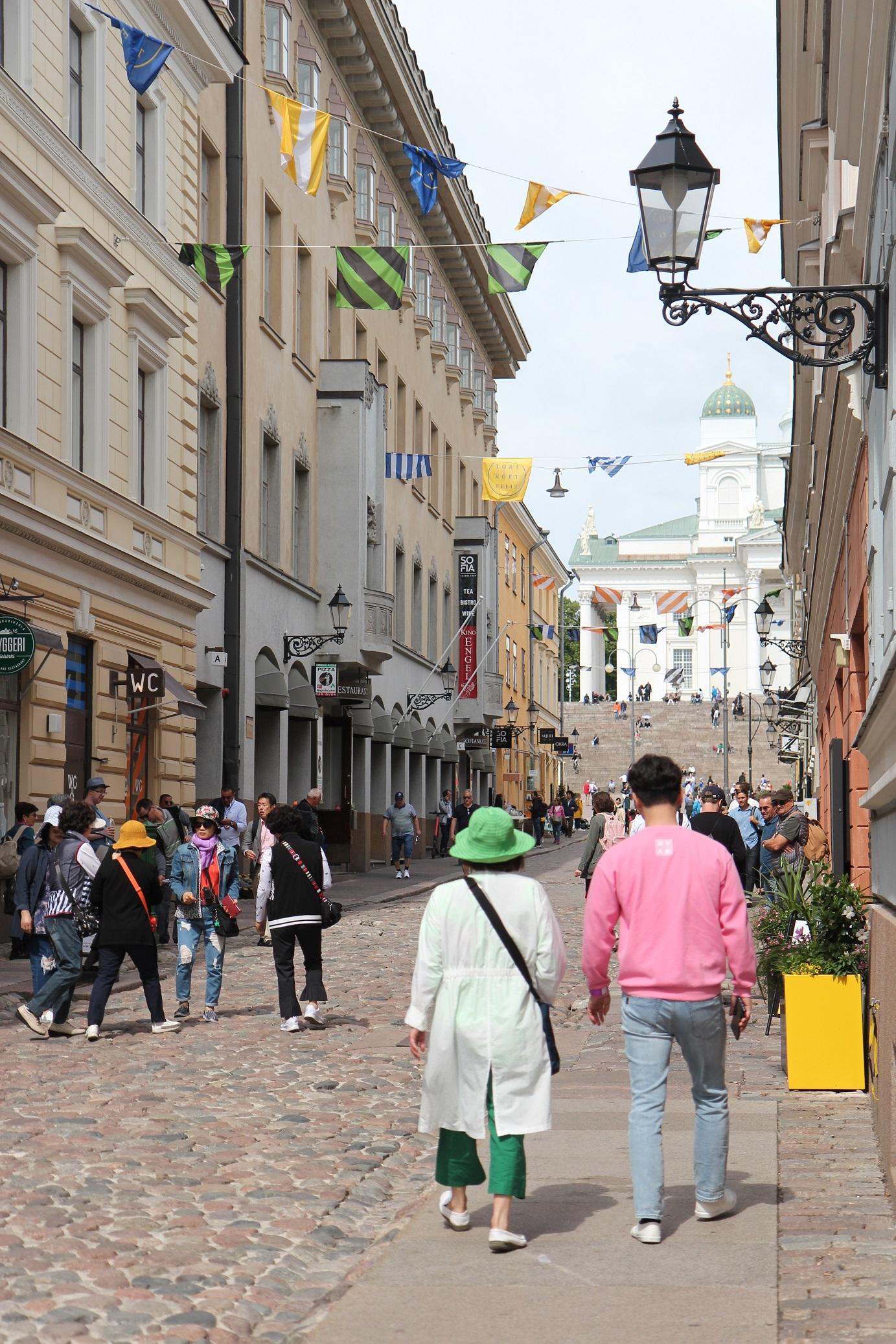 Kesäisen vehreä Helsinki on kaunis