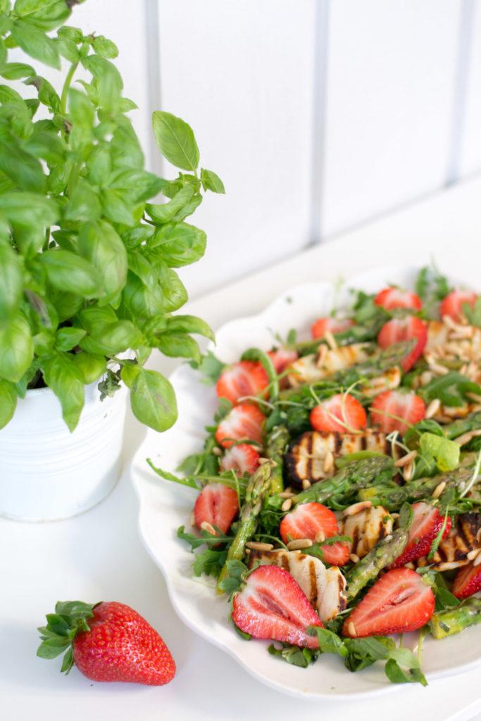 Parsa-mansikkasalaatti