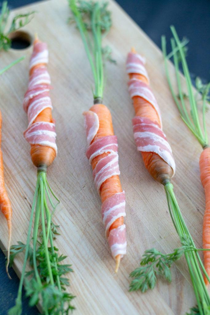 Grillatut pekoni-porkkanat