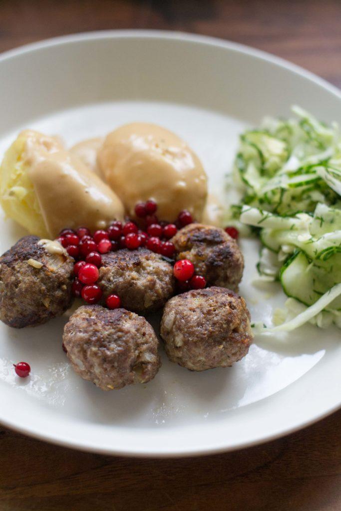 Ikean lihapullien ja kermakastikkeen reseptit