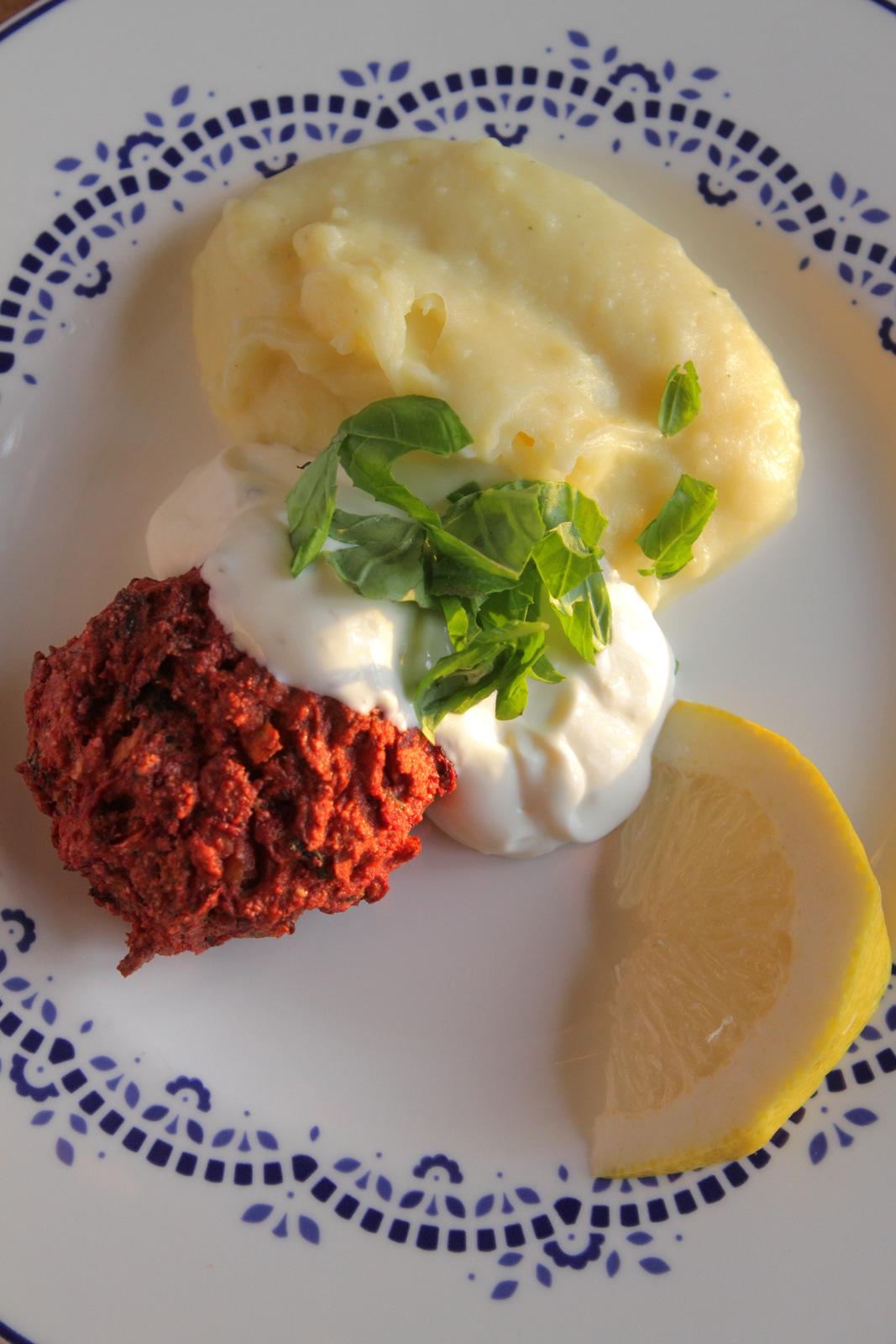 Punajuuripullat ja nopea majoneesikastike