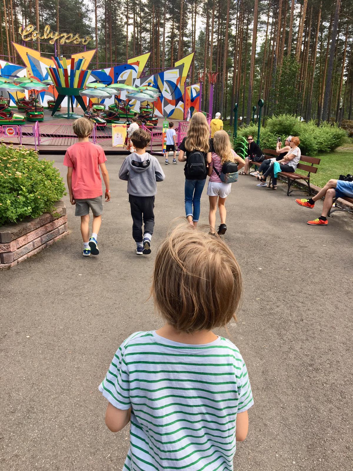 Kids on amusement park, lapset huvipuistossa, Tykkimäki