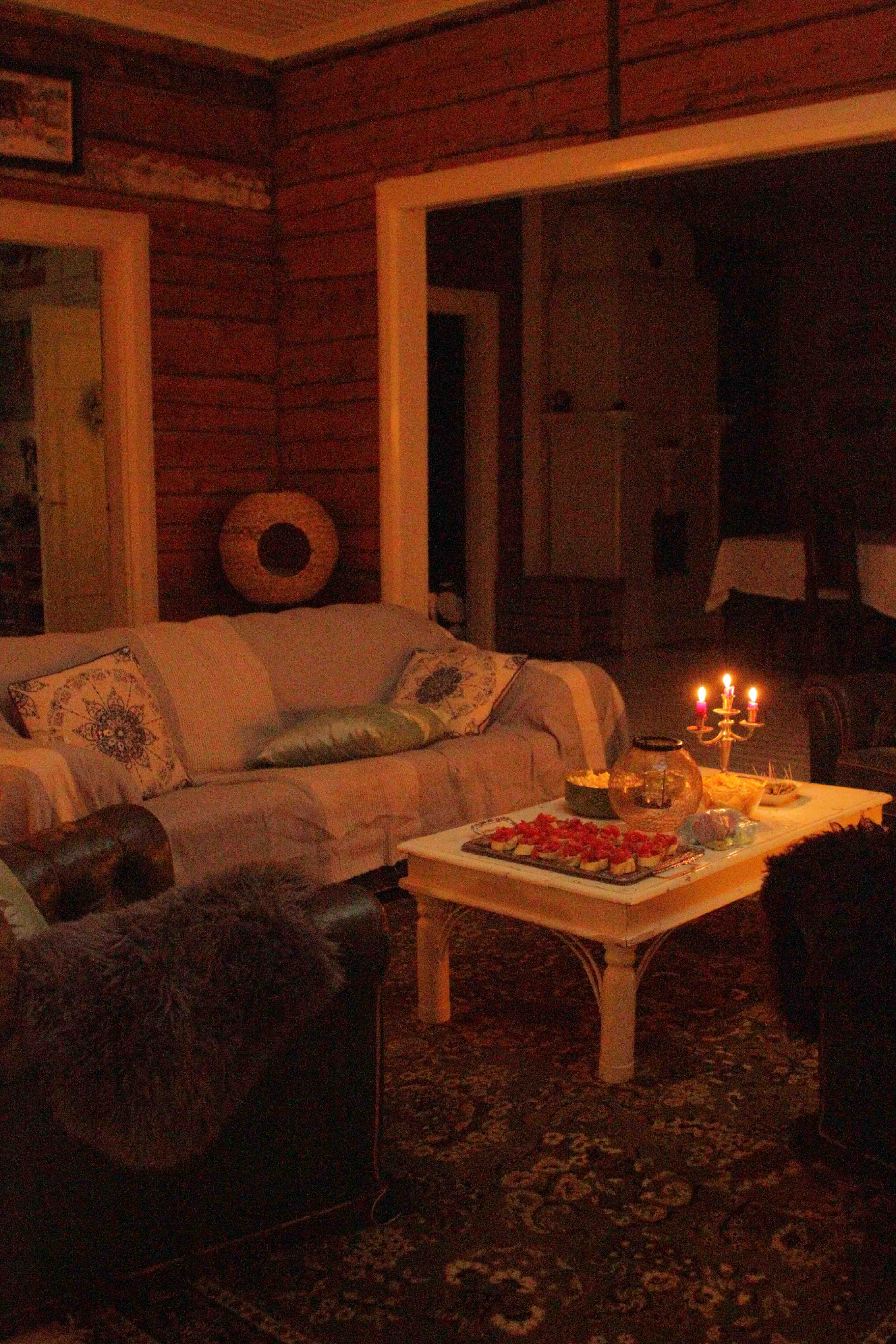Old house, living room, old sofa, old chippendale sofa, cosy old house apero, bruschetta, old farmhouse,