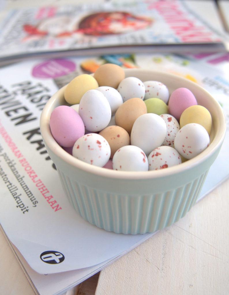 Iloista pääsiäistä + lehtivinkki