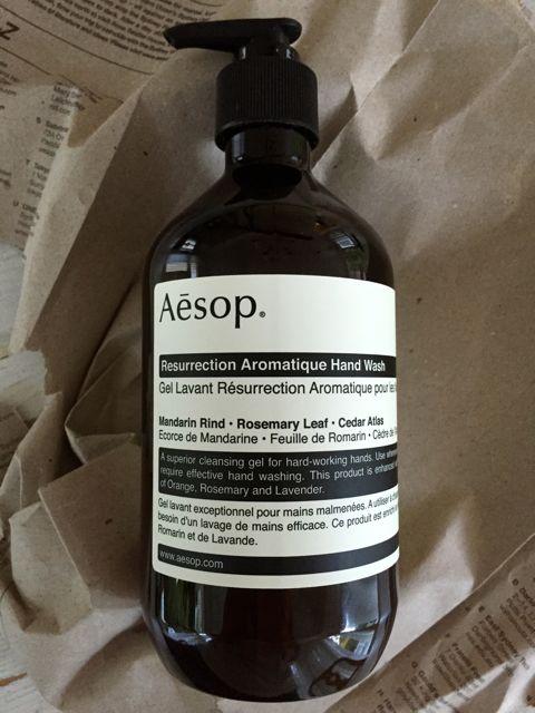 Aesop saippua tuoksuu ihanalle. Mandariinia, rosmariinia ja havupuuntuoksua