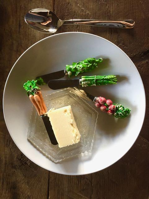 Voi ei ikinä tule pöytään muiden veitsien kuin näiden Raililta saamieni pikku veitsien kanssa.