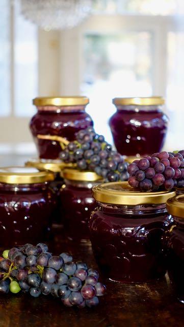 Viinirypälehyytelöä somissa pienissä purkeissa
