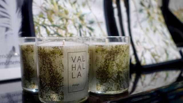Näissä kynttilöissä tuoksuu katajanmarja.