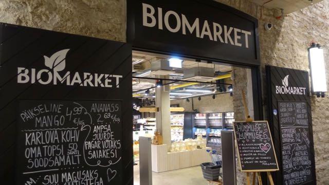 Biomarketista saa luomuna vaikka mitä! Itse innostuin pähkinöistä ja pavuista.