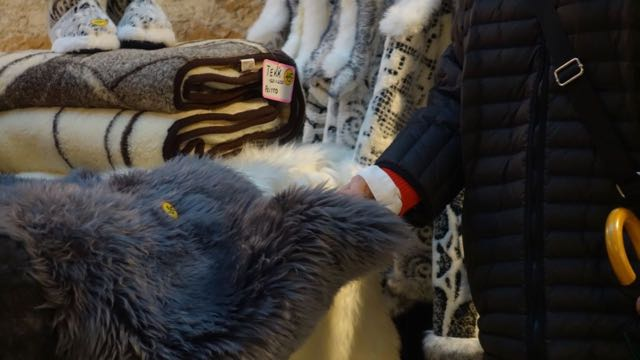 Ihana pehmeä lampaantalja olohuoneen rahin päälle 30€